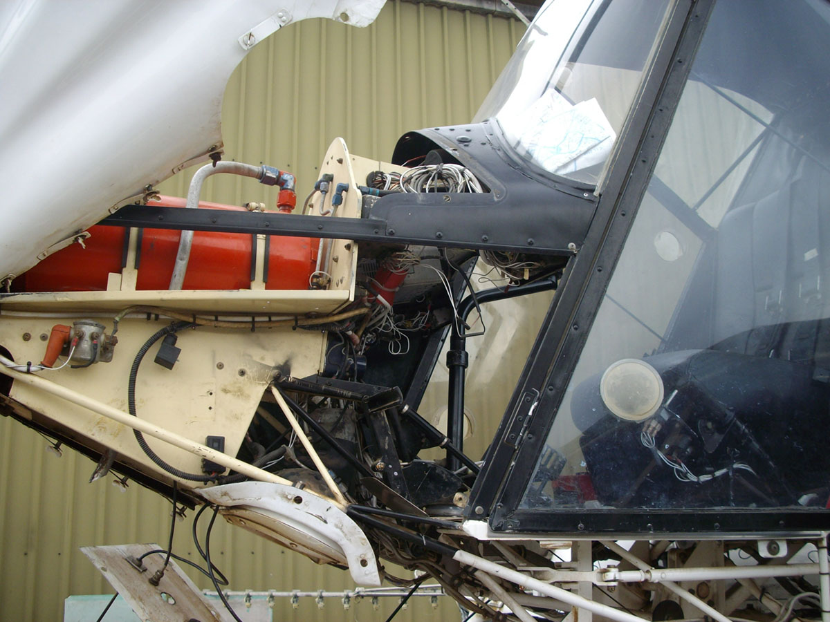 The spray pump is mounted just in front of the cabin of the helicopter