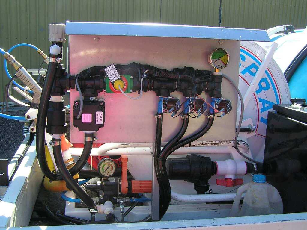 3 section electric controls with auto rate flowmeter and servo valve ob ute mounted sprayer