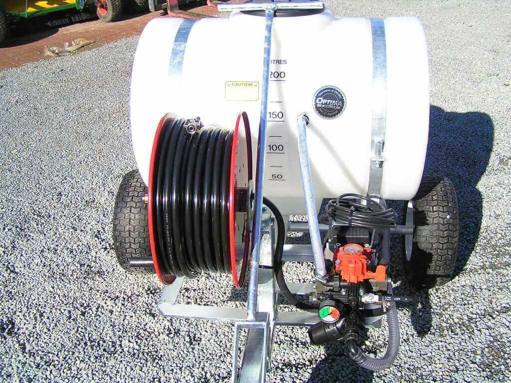 A purpose-built, 200-litre tank with a 100-metre hose reel, with AR252 electric pump for Bowling Green maintenance