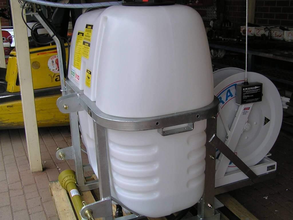 Custom made 3 point linkage sprayer with 100 meter quiksprayer