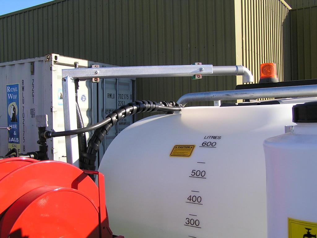 600-litre spray tank with 6-meter cross fold boom 30 litre hand wash tank, GX 200 electric start Honda motor with AR 30 diaphragm pump, 100-meter retrospray wheel 6-section controller.