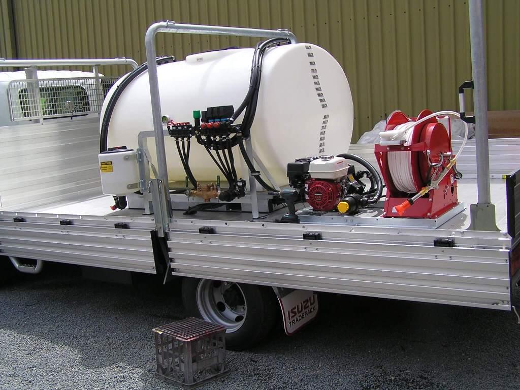 Suzuki roadside spray truck for road and footpath weed control